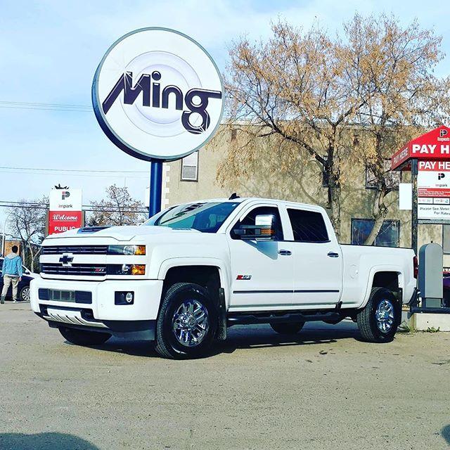 2017 Chevrolet 3500 Silverado Z71 in for a ceramic coating @optimumpolymer #opticoatpro #mingshine #mingnorth #albertatrucks #autodetailing #yegtrucks #detailingdoneright