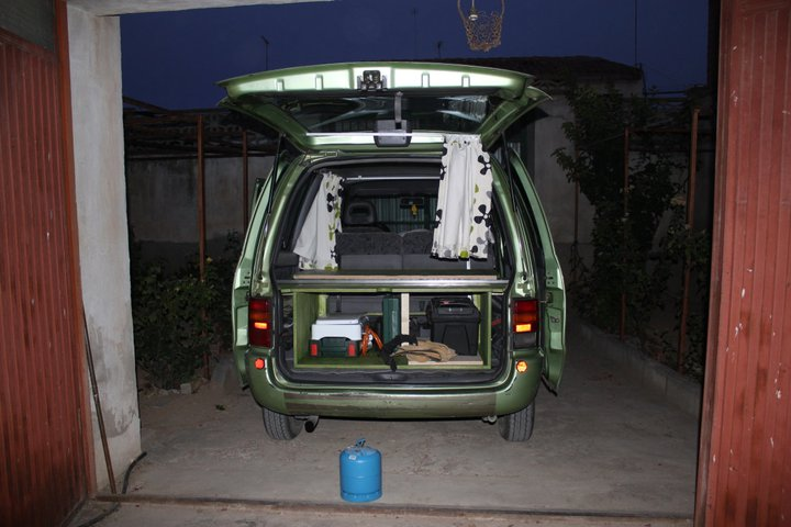 Nissan Serena - bed structure