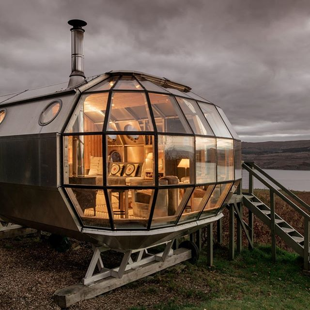 This airstream tiny home in Drimnin on the Isle of Mull is fairly popular on @airbnb - for good reason!