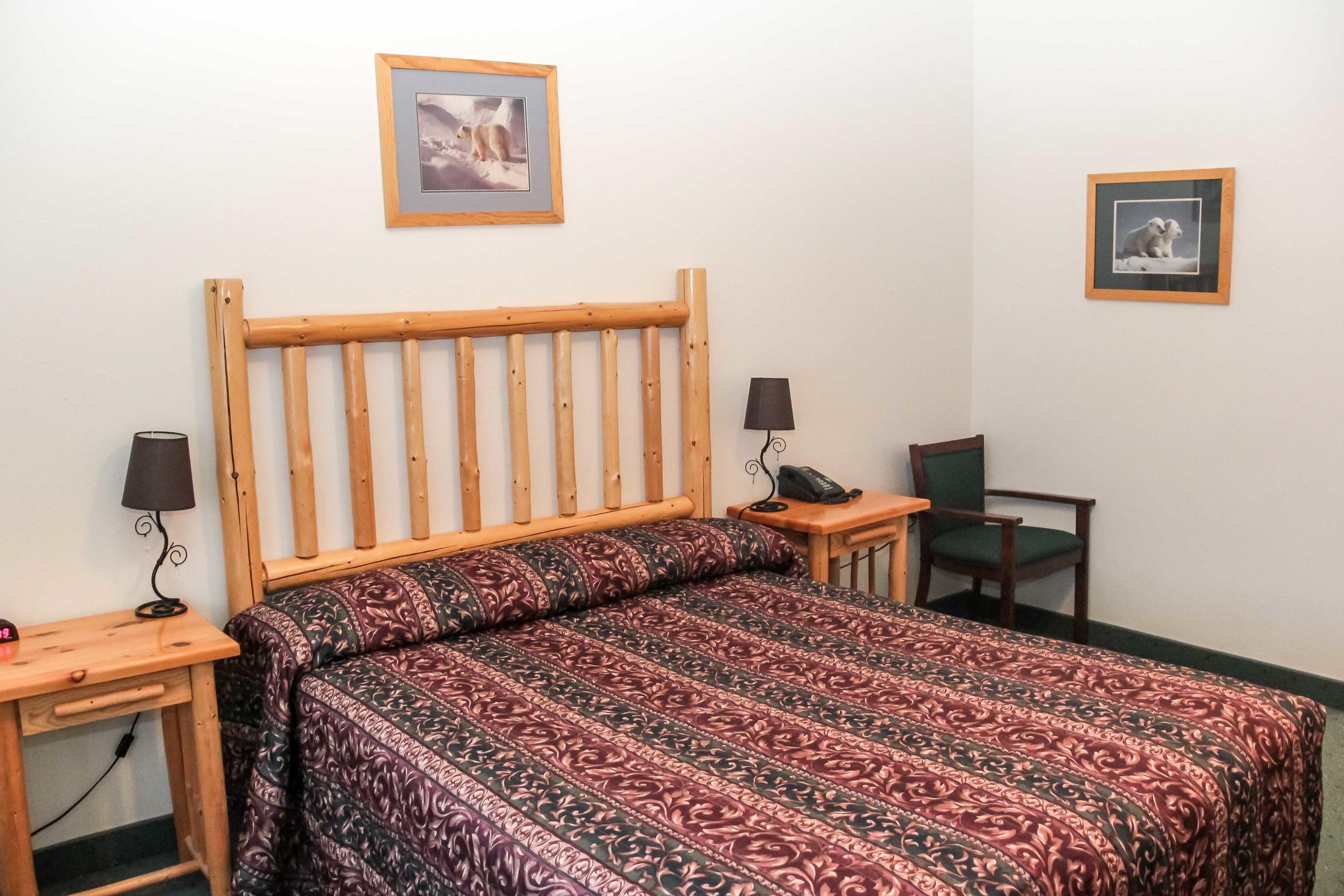 kingeider rooms queen.jpg