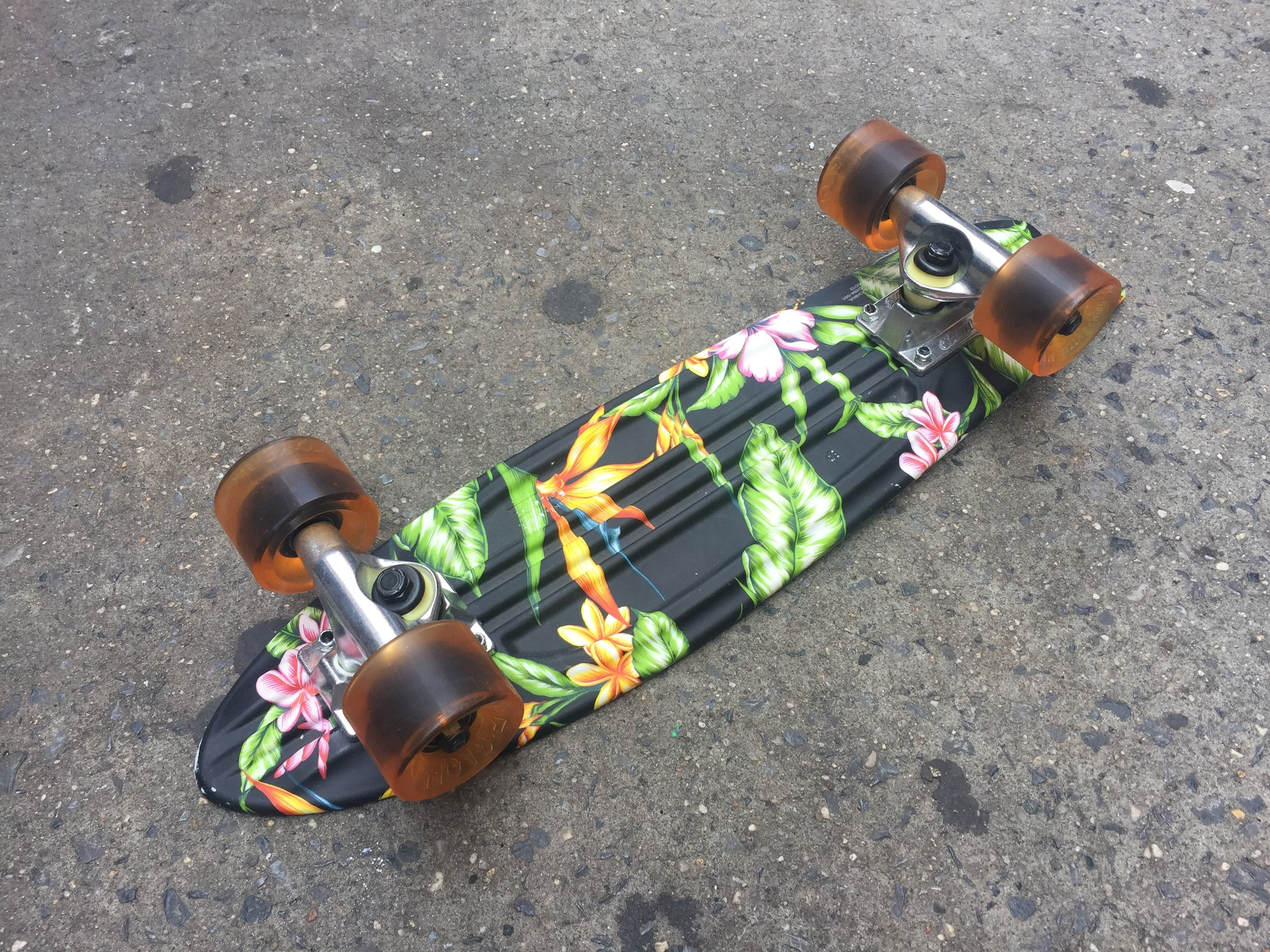 SKATEBOARD 8 BOTTOM