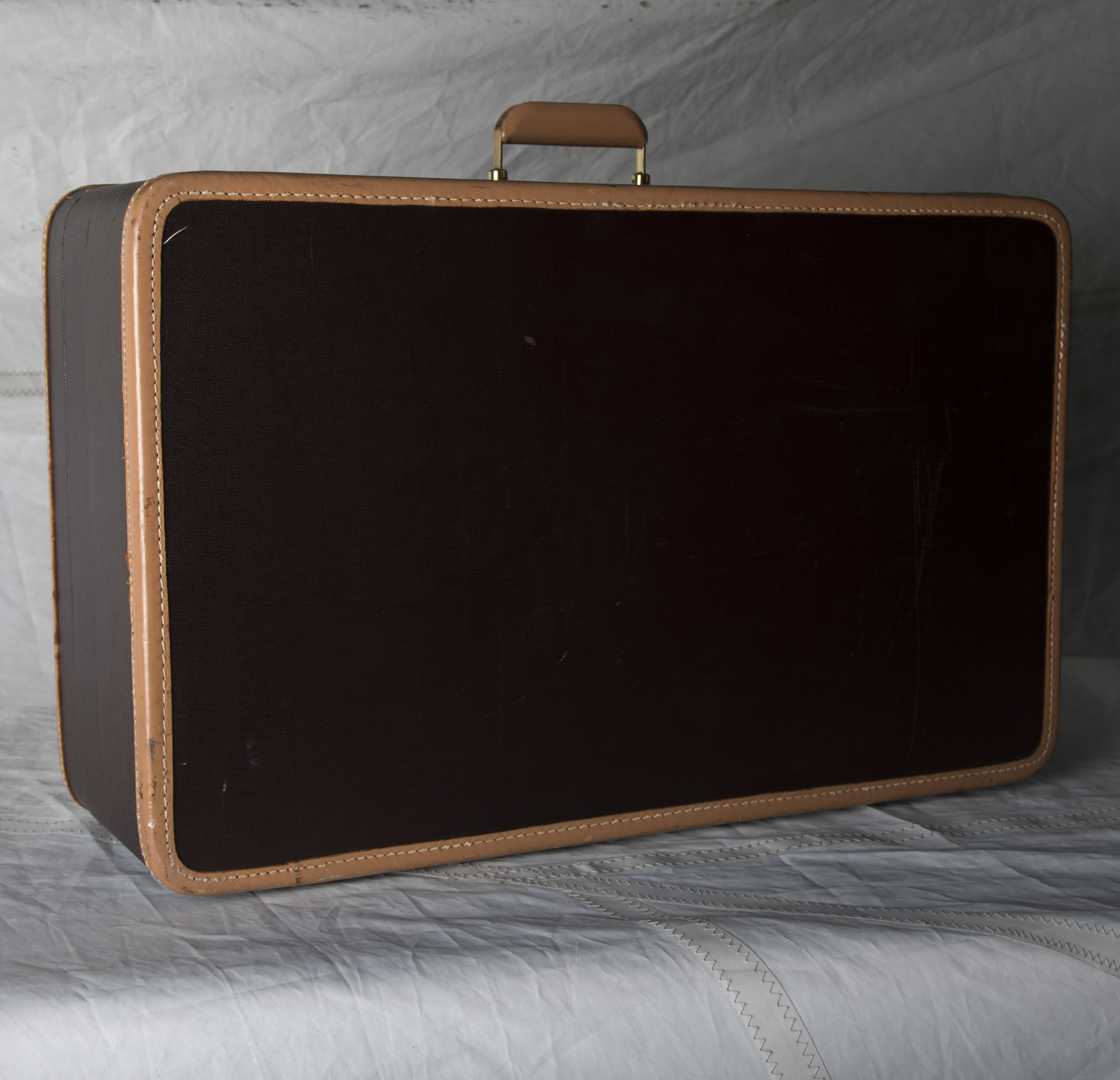 """LUGGAGE 06 TWO TONE BROWN SUITCASE 26"""" L x 16"""" W x 9"""" D"""