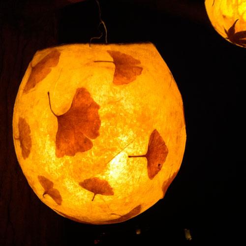 Globe Lantern - Make simple and fun lanterns using a balloon.