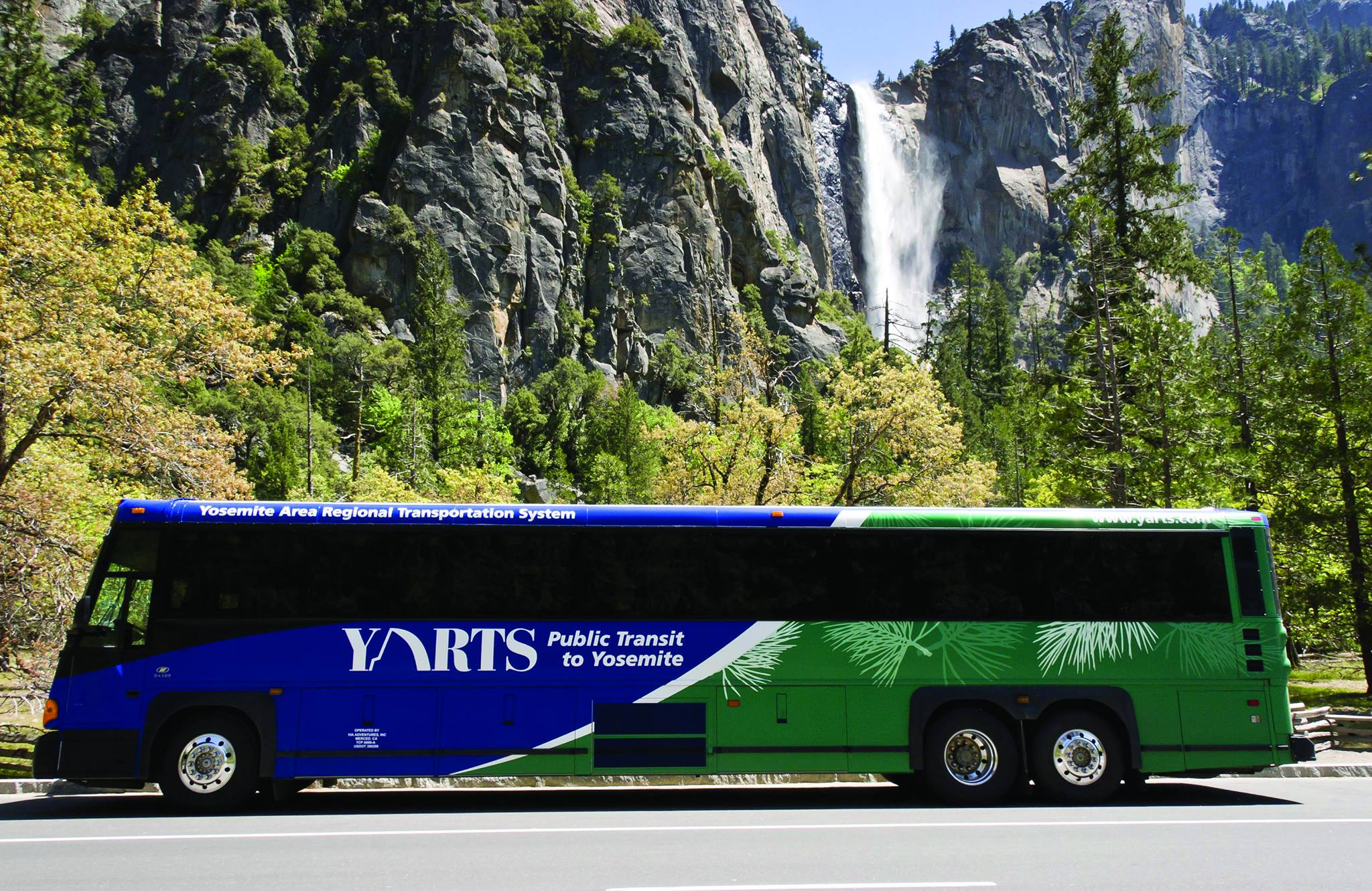 Yarts bus at Yosemite Falls.jpg