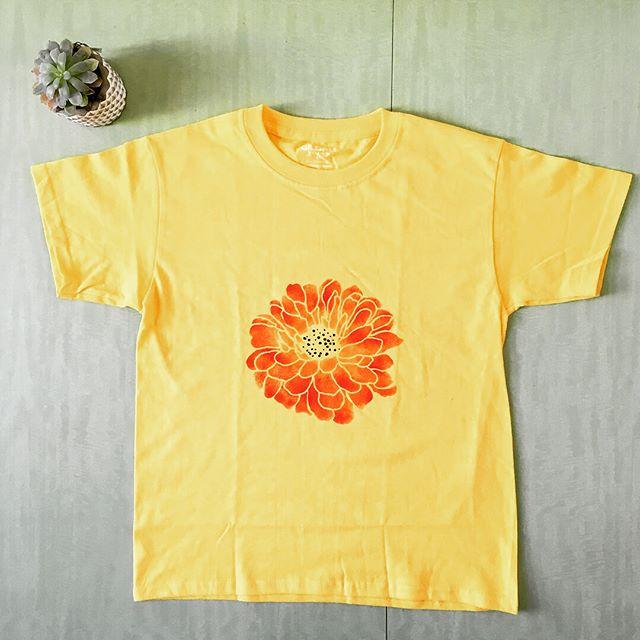 Happy Saturday! 🌼🌸🌺 #flower #succulent #experiment #success! #shirt #paintedshirt #artpiques #gradient #design #yay! #art