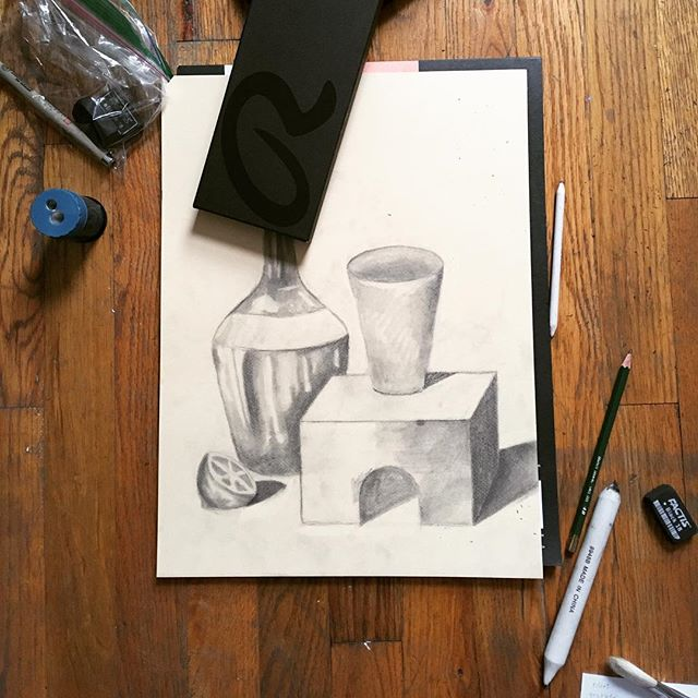 Today's art lesson in #values.⚫️⚪️⬛️⬜️▪️▫️◾️◽️◼️◻️#artclass #artforkids #artforadults #light #shadow #graphite #drawing #practice #nyc #artpiques #art #glassbottle #cup #lemon #block #paperstump #blend #exercise