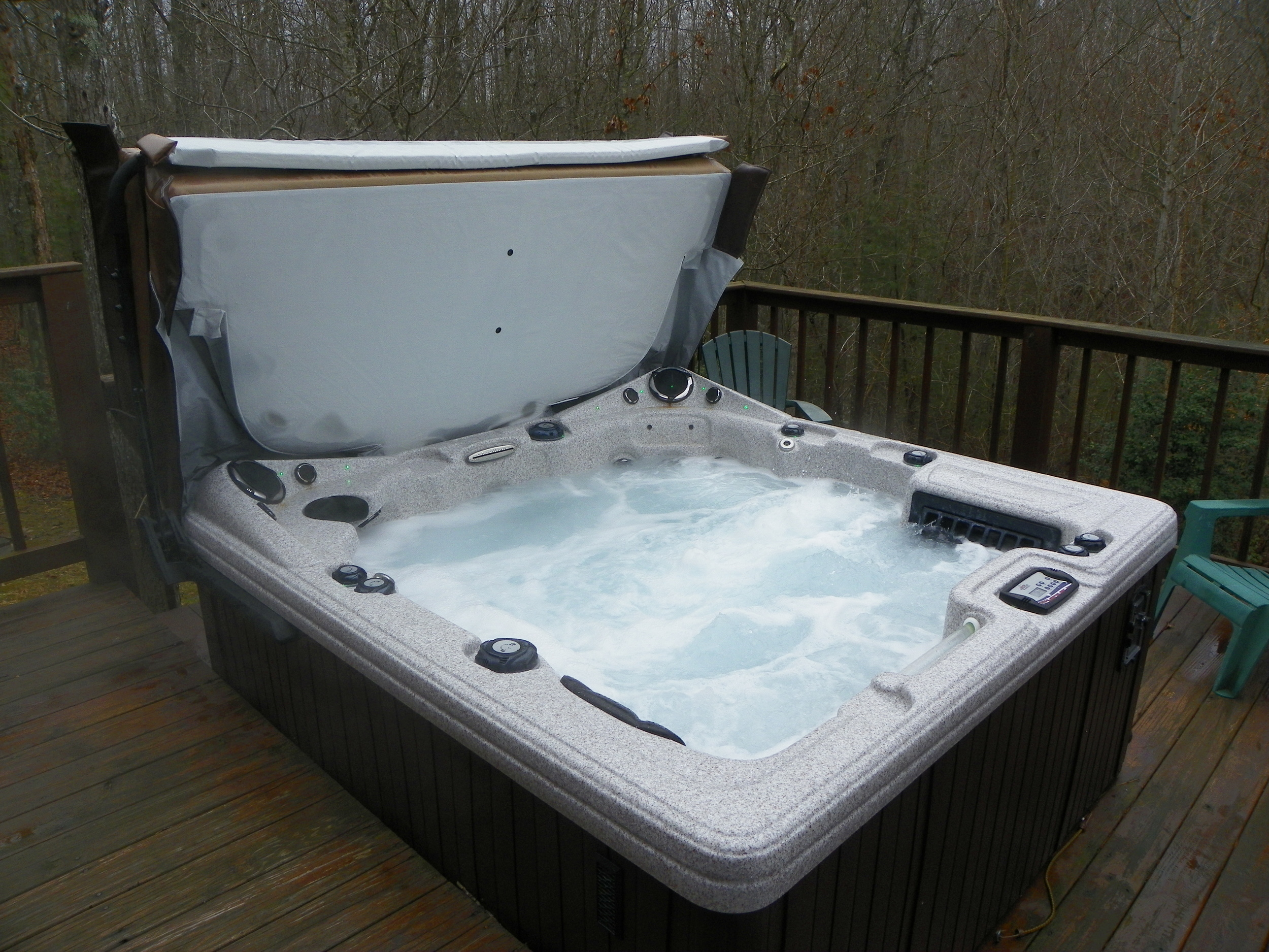Laurel Cove hot tub