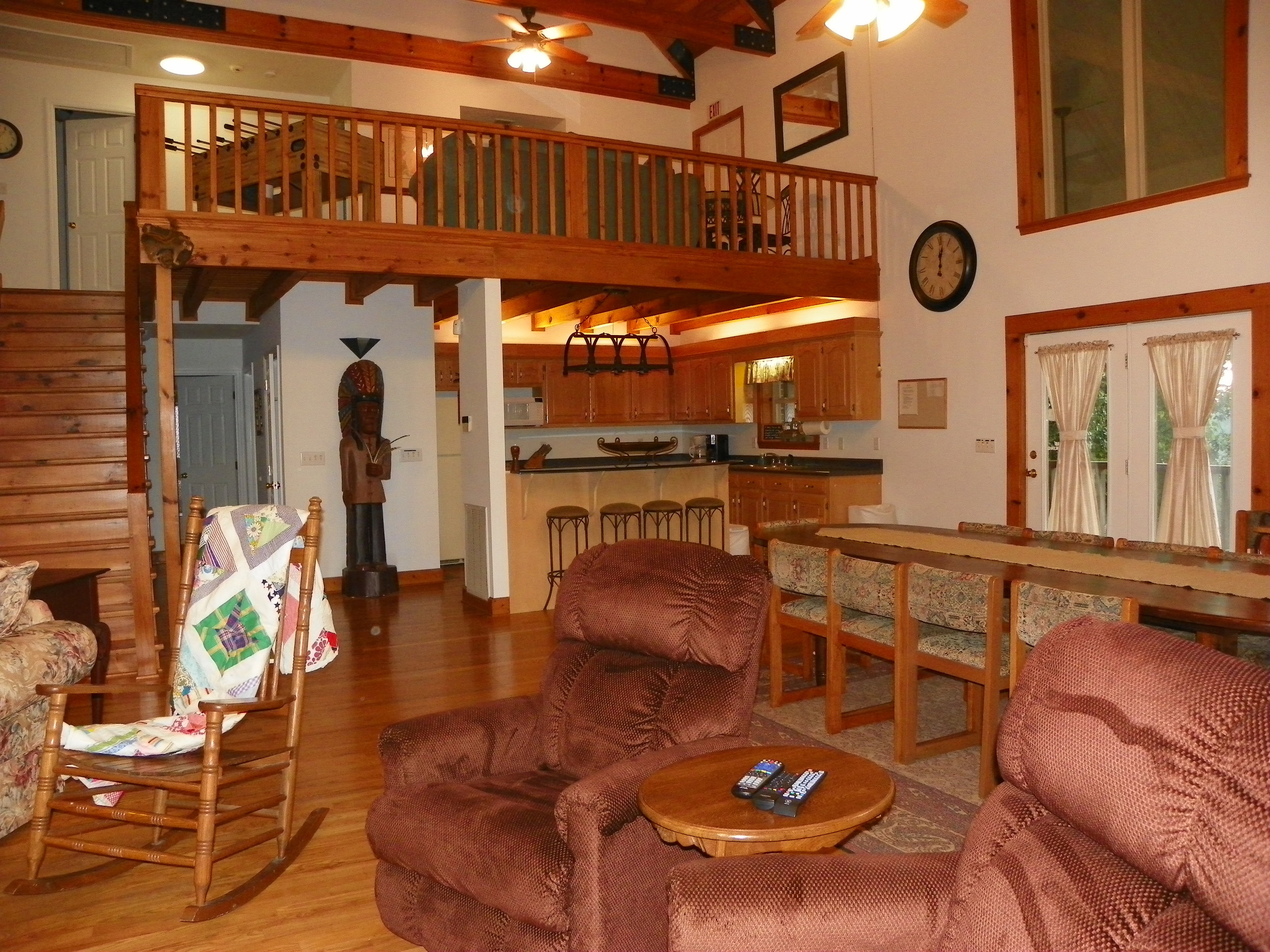 Pointe View Lodge main level