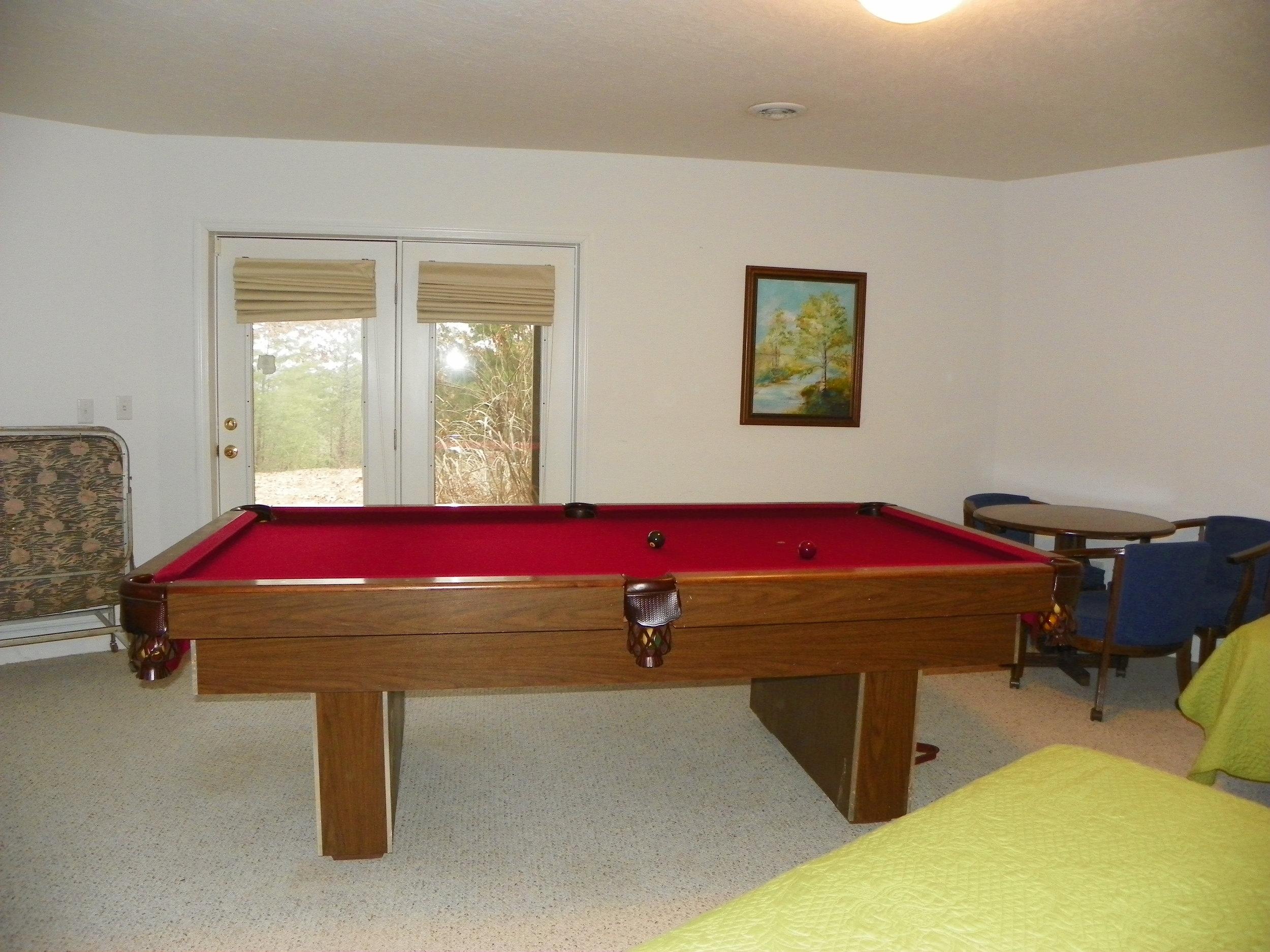 Pool table at Pointe View Lodge
