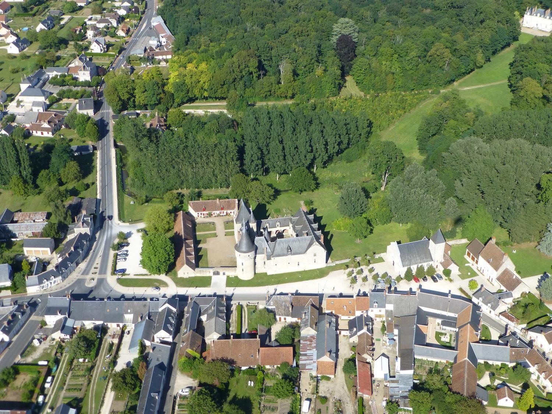 Fougeres-Sur-Bievre 1.JPG