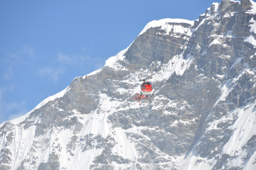 everest-helicopter.jpg