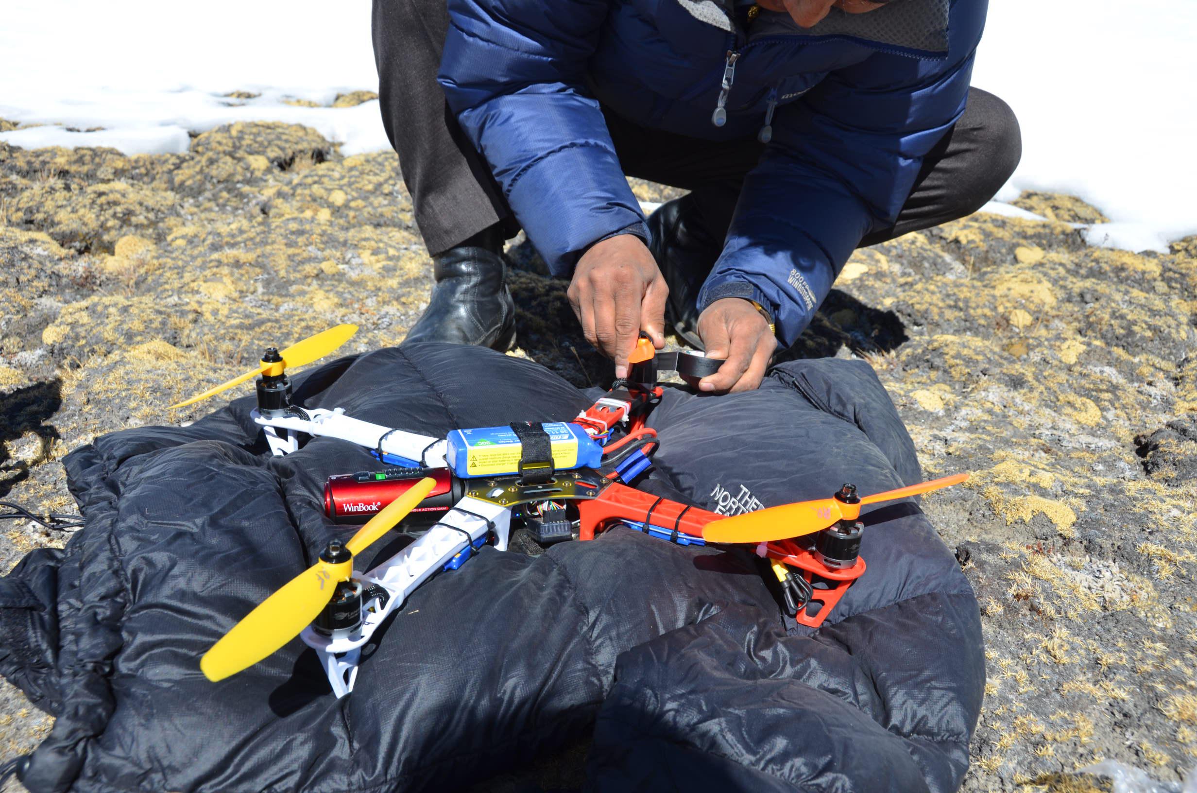 mck-wrk-3-26-15-drone-repair-at-kala-patthar-2015-03-26_00-04-48.jpg