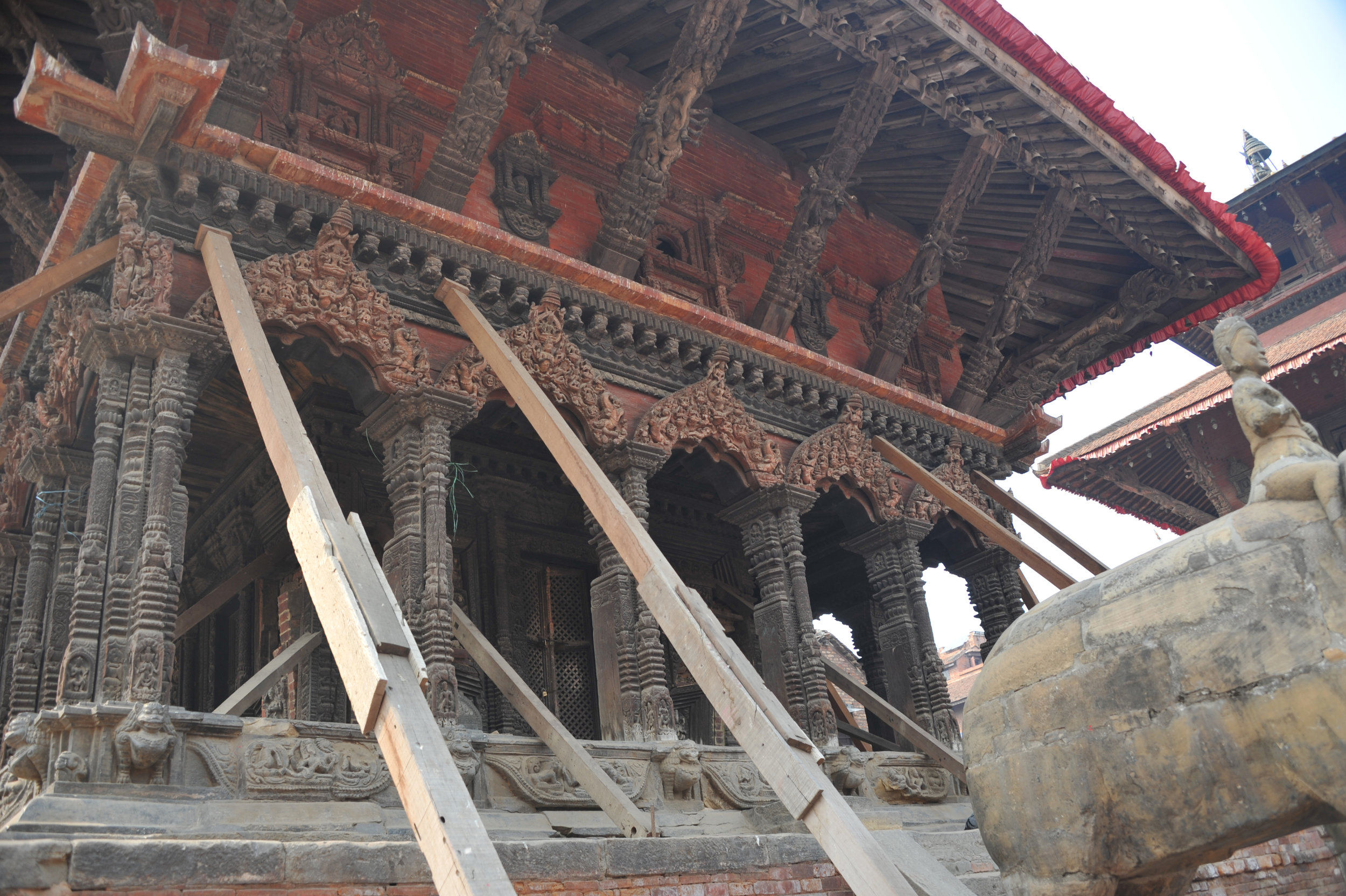 mck nepal 2016 post earthquake temple shored up DSC_6279.jpg
