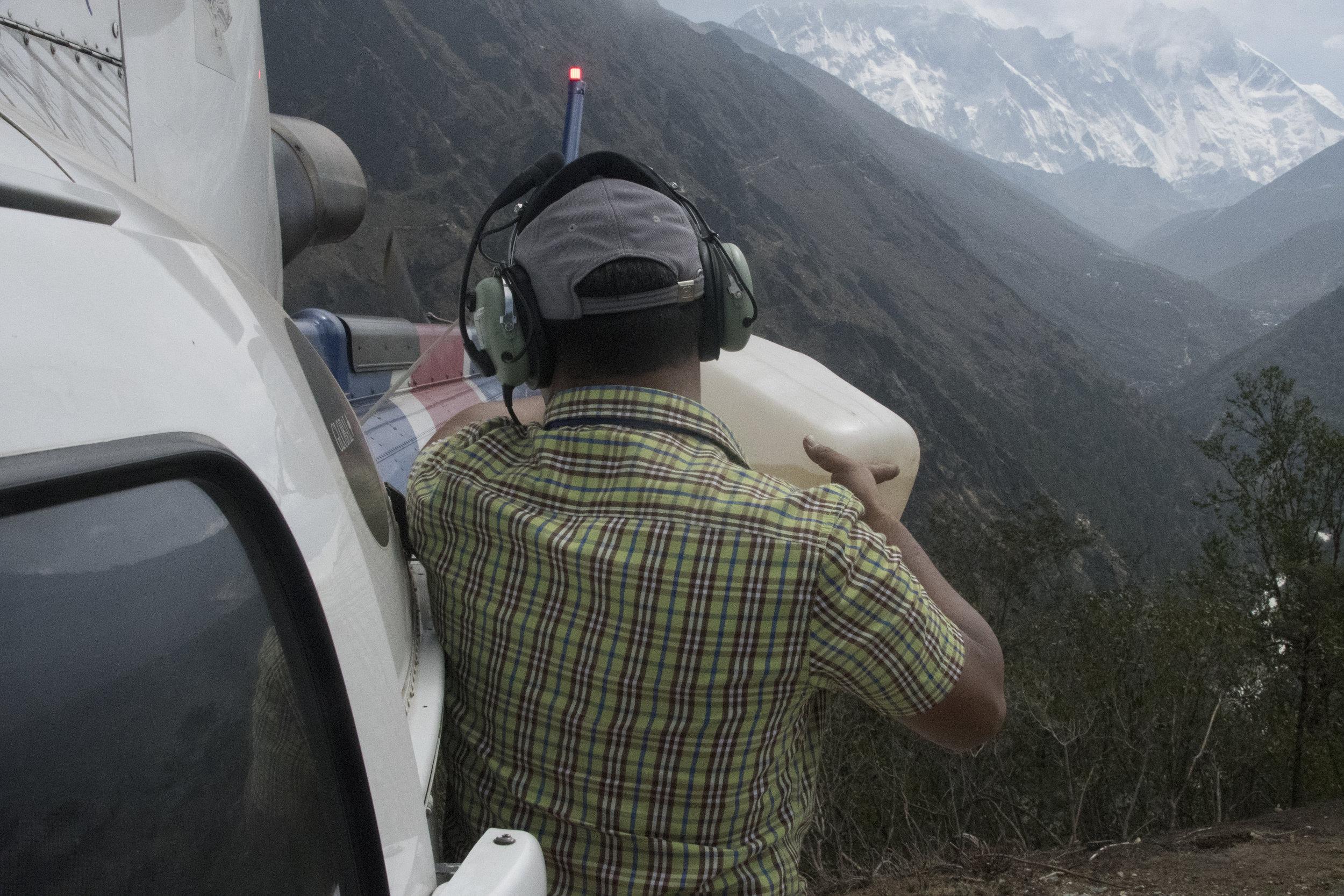 mck nepal 2017 refueling at temboche DSC_3135.jpg