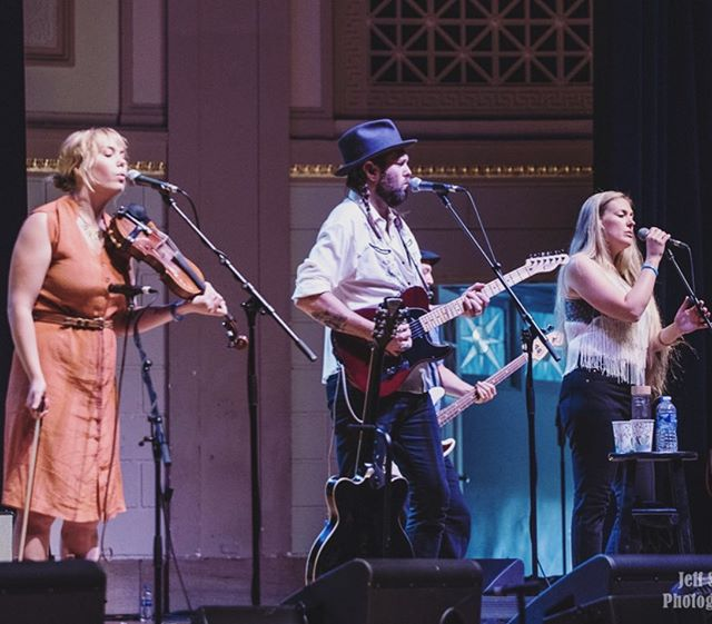 ✨💜What a wild and wonderful time we had at @americanafest ! We saw so many amazing artists perform all over town, ate our faces off, and got to see so many great friends and supporters. Riding outta Nashville with a mighty wind in our sails, full bellies, and full hearts. Thanks so much for having us, and special thanks to @rootsradiowmot, @nprmusic, and @worldcafe for having us on this lovely day stage. We truly fell in love with Nashville and hope to be back soon and often! Headed back to the cool and rainy NW😘💜✨ #americanafest #thegetahead #warmemorialauditorium #newmusic #comingsoon #golddust 📷by @jeff_schroeder