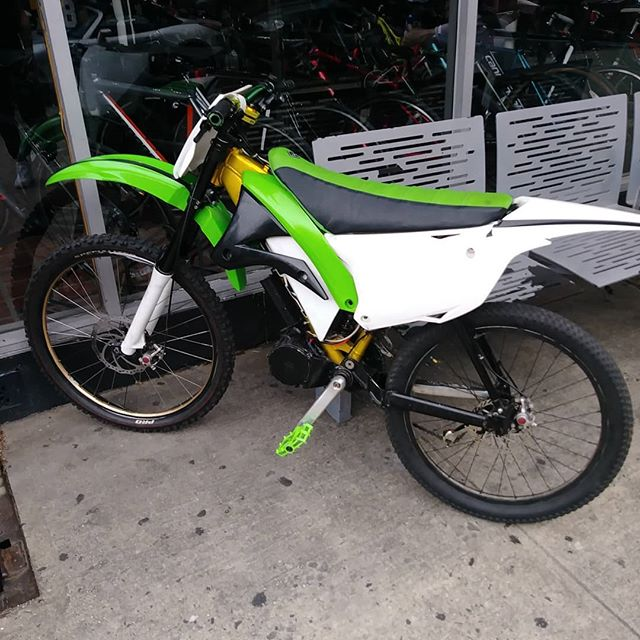 #thebikelery is open untill7pm today. Check out this #konabikes #stinkydeluxe conversion electric #downhillmountainbike  Pretty inventive! What do you think? You can get your old #DH bike out of storeage and turn it into a electric #pitbike
