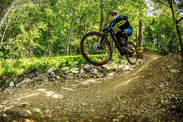 #teambikelery racing the 2019 #gtbicycles Fury Carbon LTS 29r at a #easternstatecup this past weekend. #bluemountainbikepark Double in action!