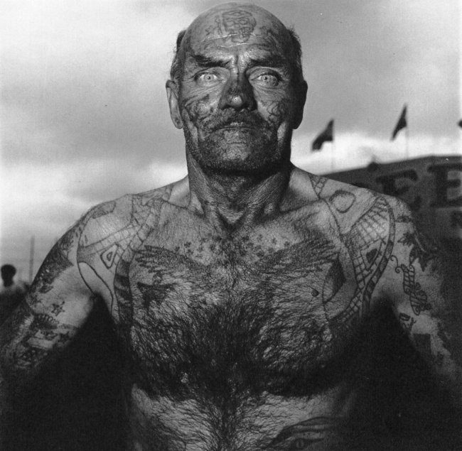 Tattooed man at carnival, Diane Arbus