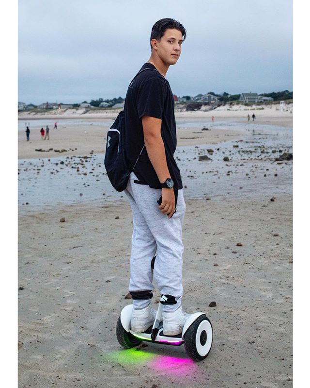 Enjoys long hoverboards on the beach...🕴🏻🏖