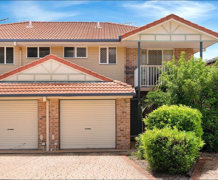 Balanced Property Investment Strategy in Action - Townhouse purchased in southern Brisbane in late 2018 for $293,500  Intrinsic Value: $356,614 - Land Value: $121,192 (34%) - Improved Value: $235,422 (66%)  Age: 16 Years  Gross Rental Yield: 6.55%