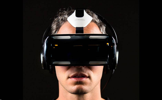 5657493_the-virtual-reality-uiux-summit_4867681e_m.png