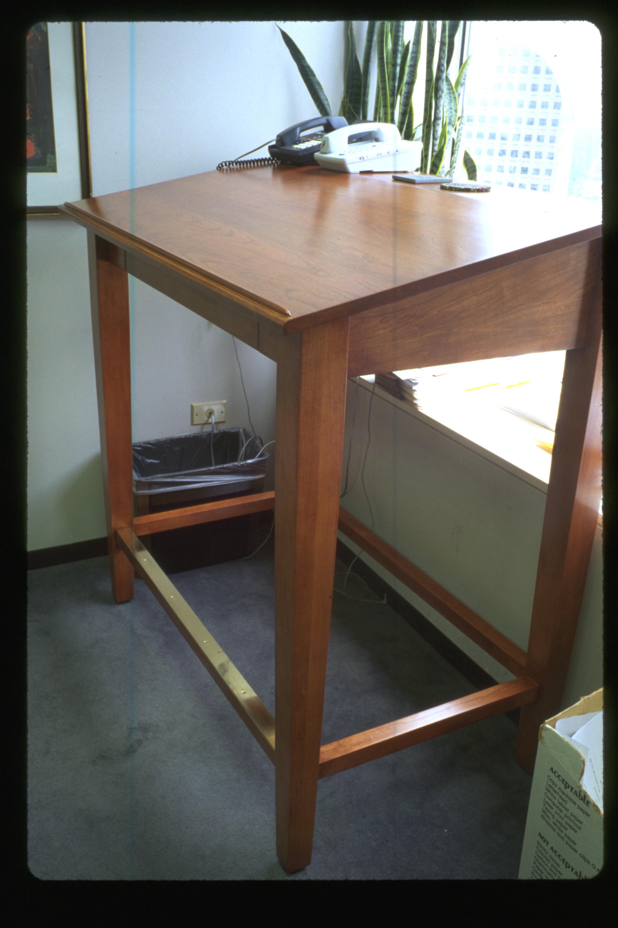 standing_desk_1.jpg