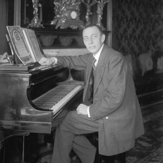 Rachmaninoff_at_Steinway_grand_piano.jpg