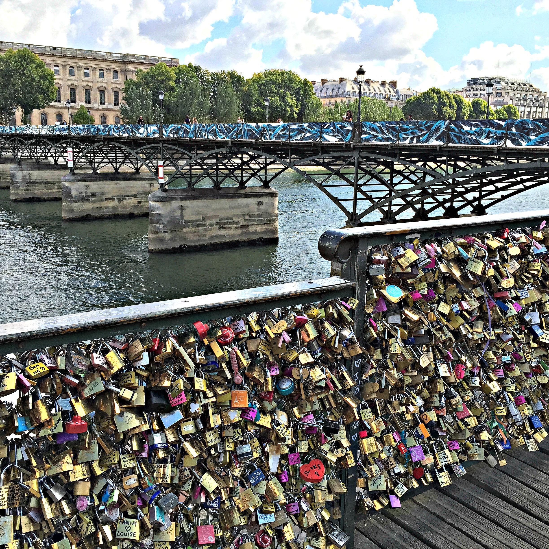 Travel Guide to Paris