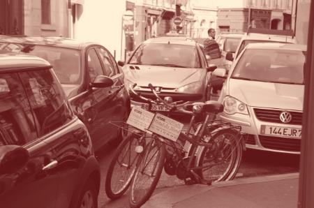 Les voitures à Paris n'aiment pas la petite reine