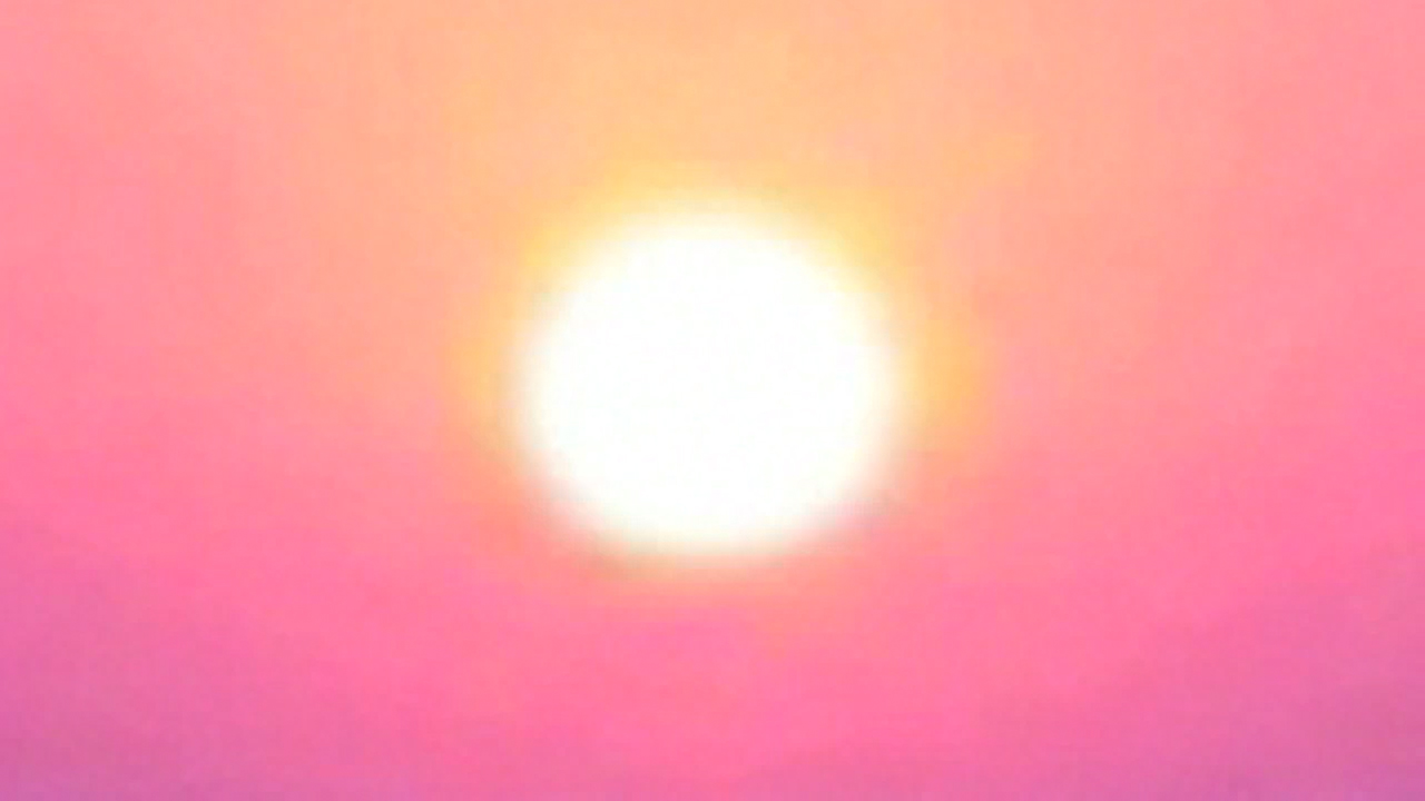 Penelope Umbrico, still from  Sun Burn (Screen Saver) , 2008, 25 second (loop)