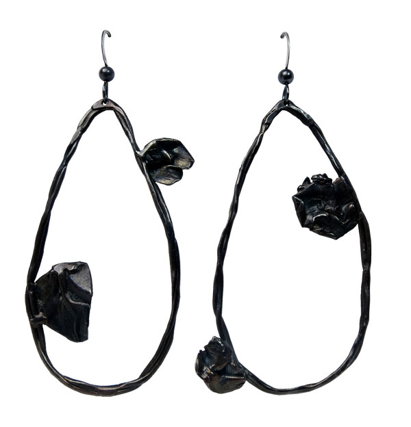 Fold, pear black hoop earrings