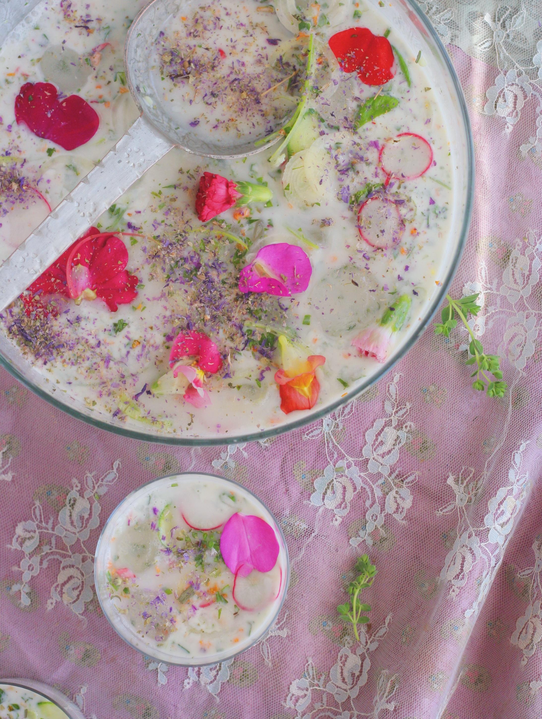 Abdoogh-khiar-yogurt-persian-Noghlemey