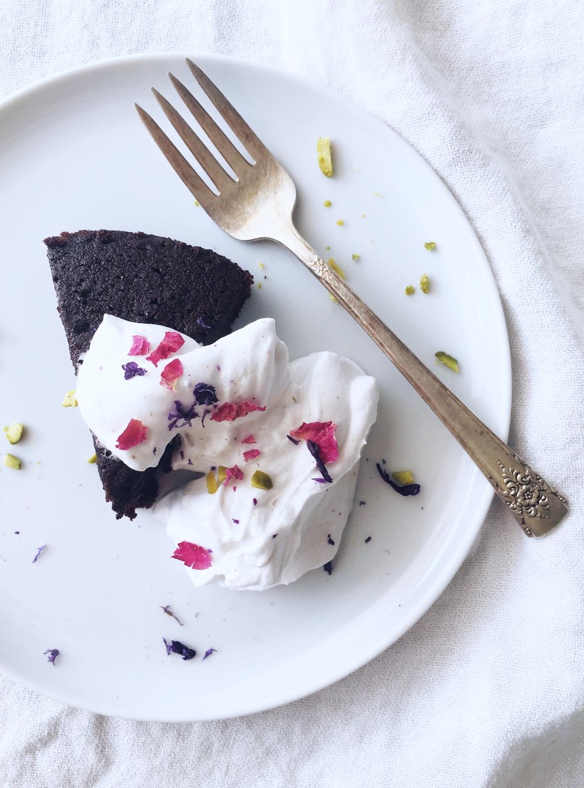 chocolate-oliveoil-cake-noghlemey-2.jpg