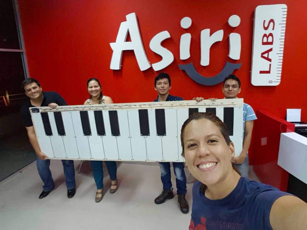 "Asiri Labs - It is the allied Fablab of ESPOL that promotes the ""maker"" culture and has 3D printers, laser cutters, and other equipment and tools to build and model. Students taking formal courses at ESPOL can have access to equipment and materials."