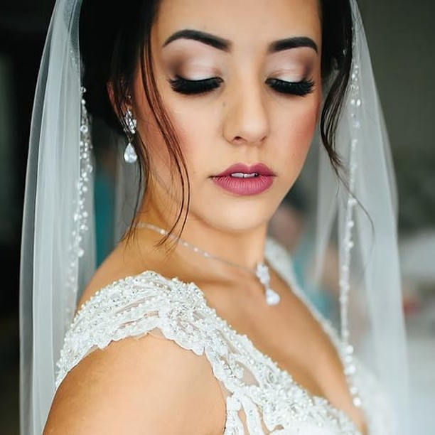 Look at that blended shadow and va-va-voom lashes!