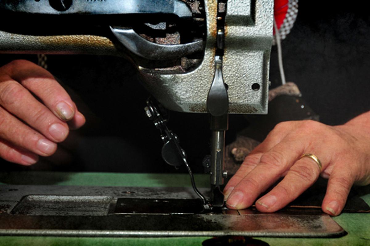 Expert craftsman making a custom, made-to-order handbag in JAMAH' Los Angeles factory.