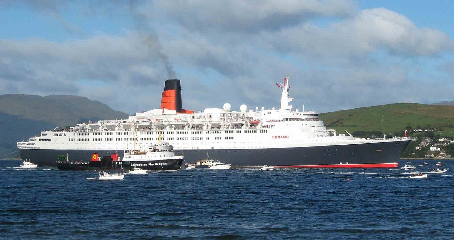 RMS    Queen Elizabeth 2    on her last visit to the Clyde in 2008. (Credit:    Dave Souza    via    Wikimedia Commons     cc   )