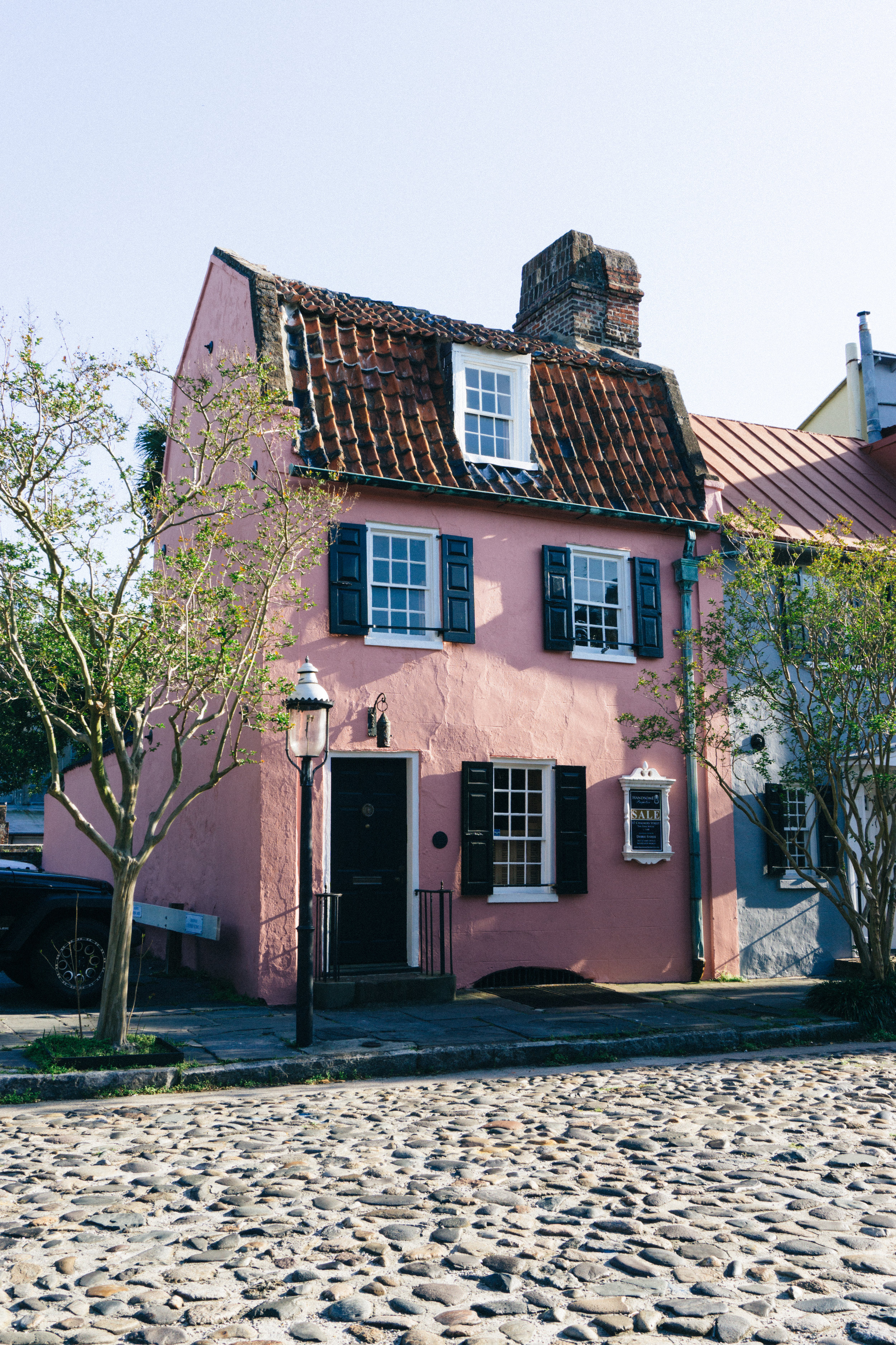 The Pink House on Chalmers Street in Charleston, SC is currently for sale.