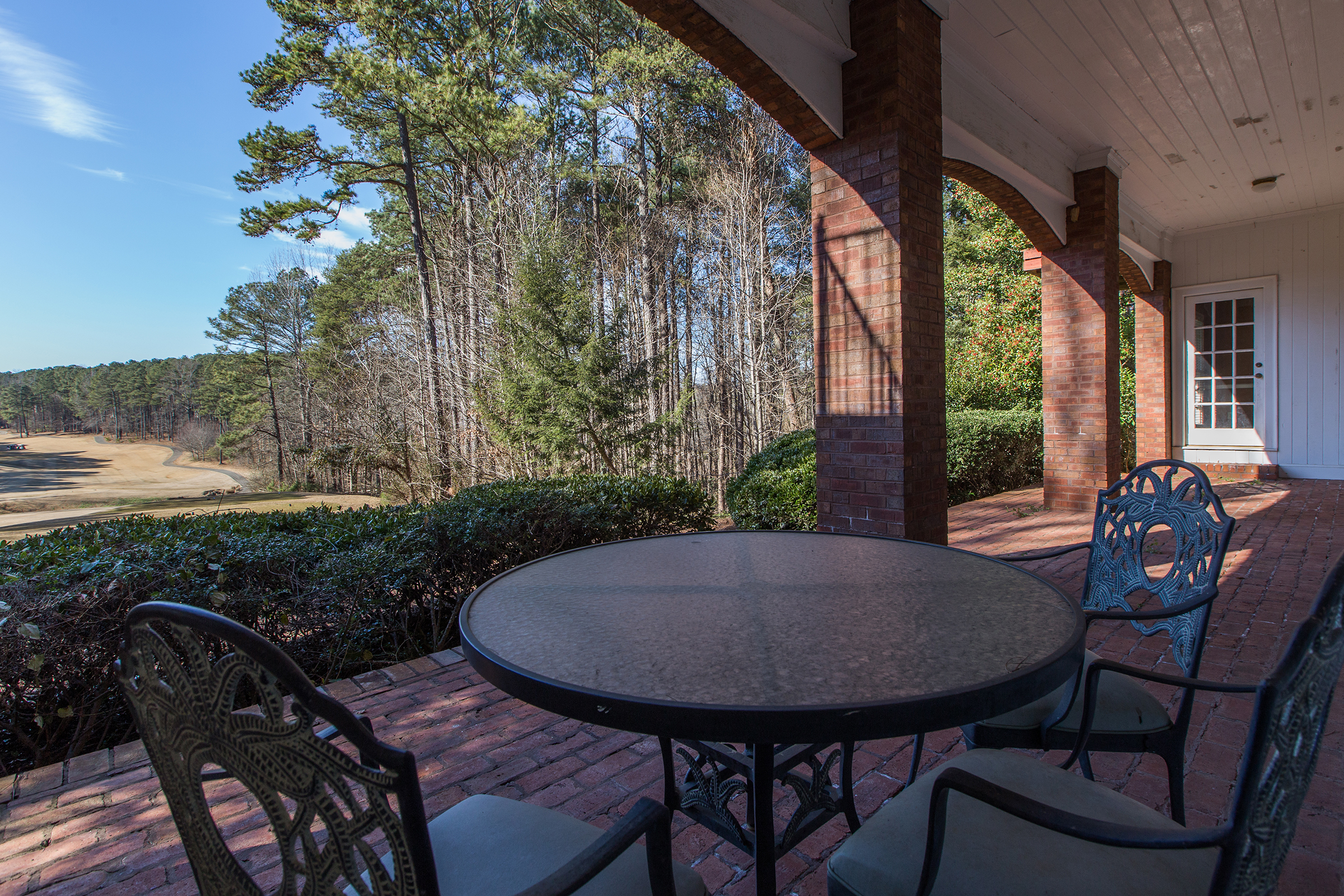 OUTDOOR BREAK AREA, ALPHARETTA, GA