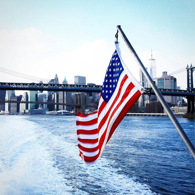 Brooklyn boats. . . . . . #williamsburgcountryclub #wcc #countryclub #williamsburg #brooklyn #brooklynvibes #williamsburgbk #willyburg #shopsmall #endlesssummer #fourthofjuly #america #redwhiteandblue