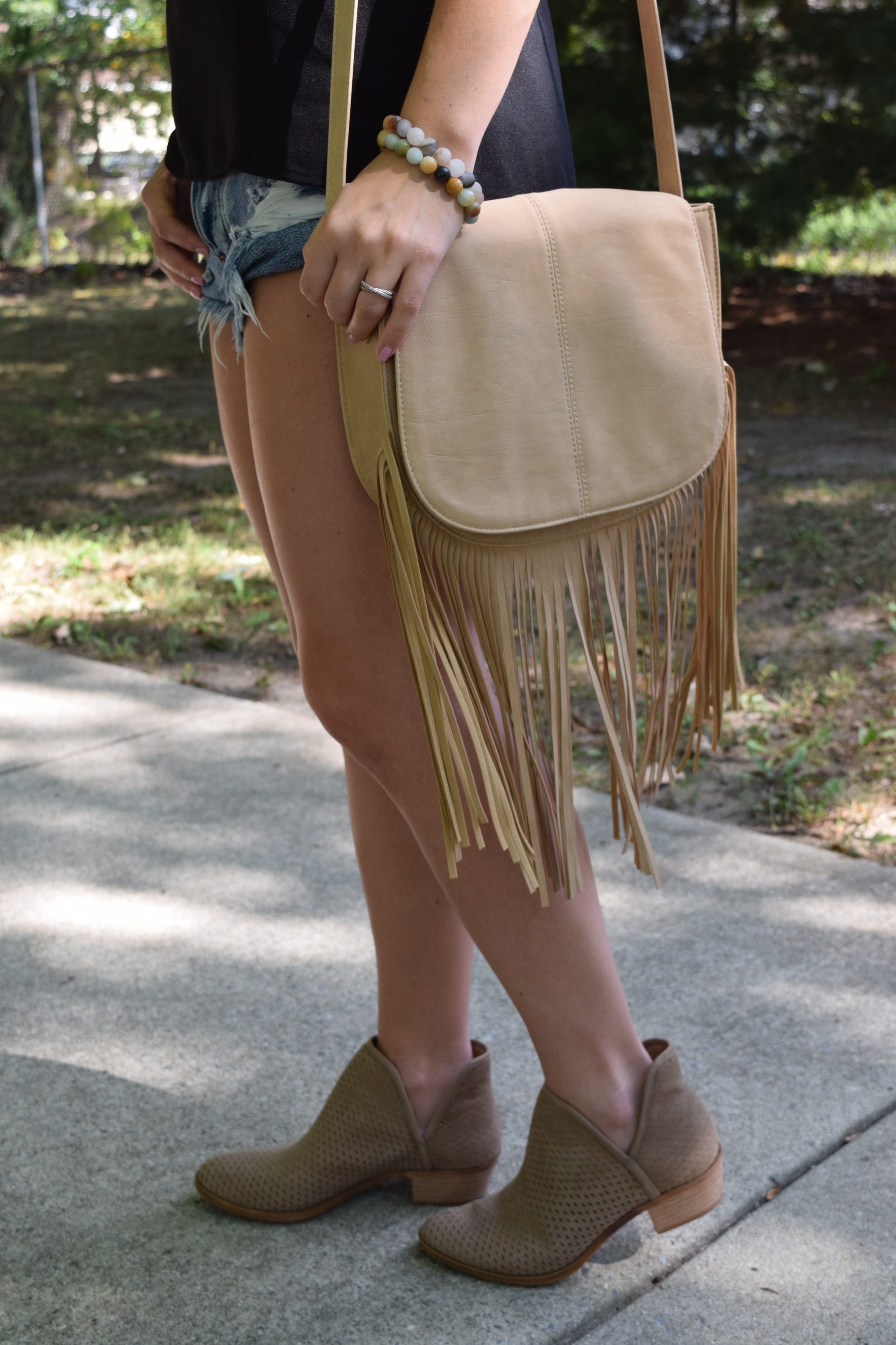 fringe cross body bag // pinebarrenbeauty.com