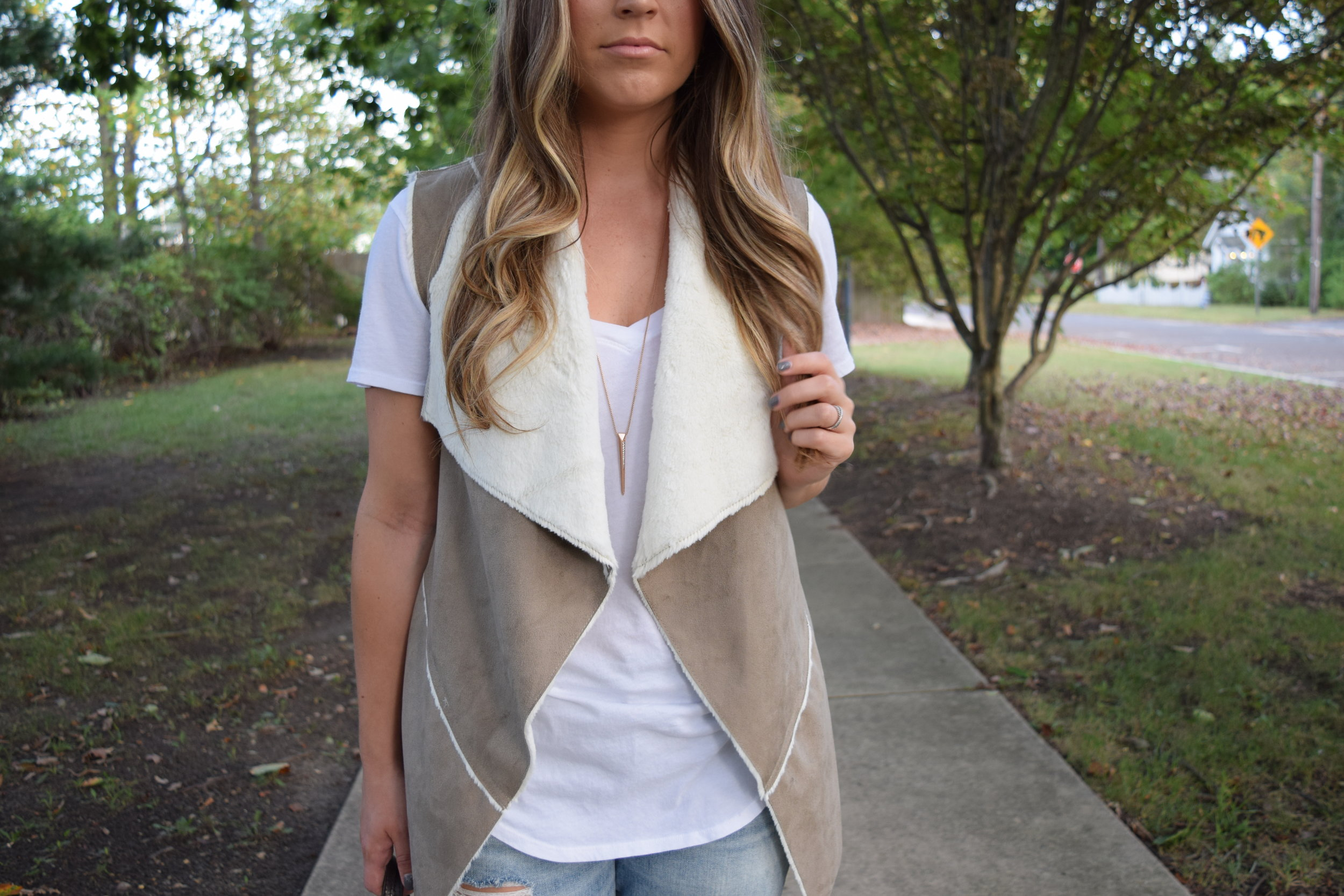 faux shearling vest // pinebarrenbeauty.com