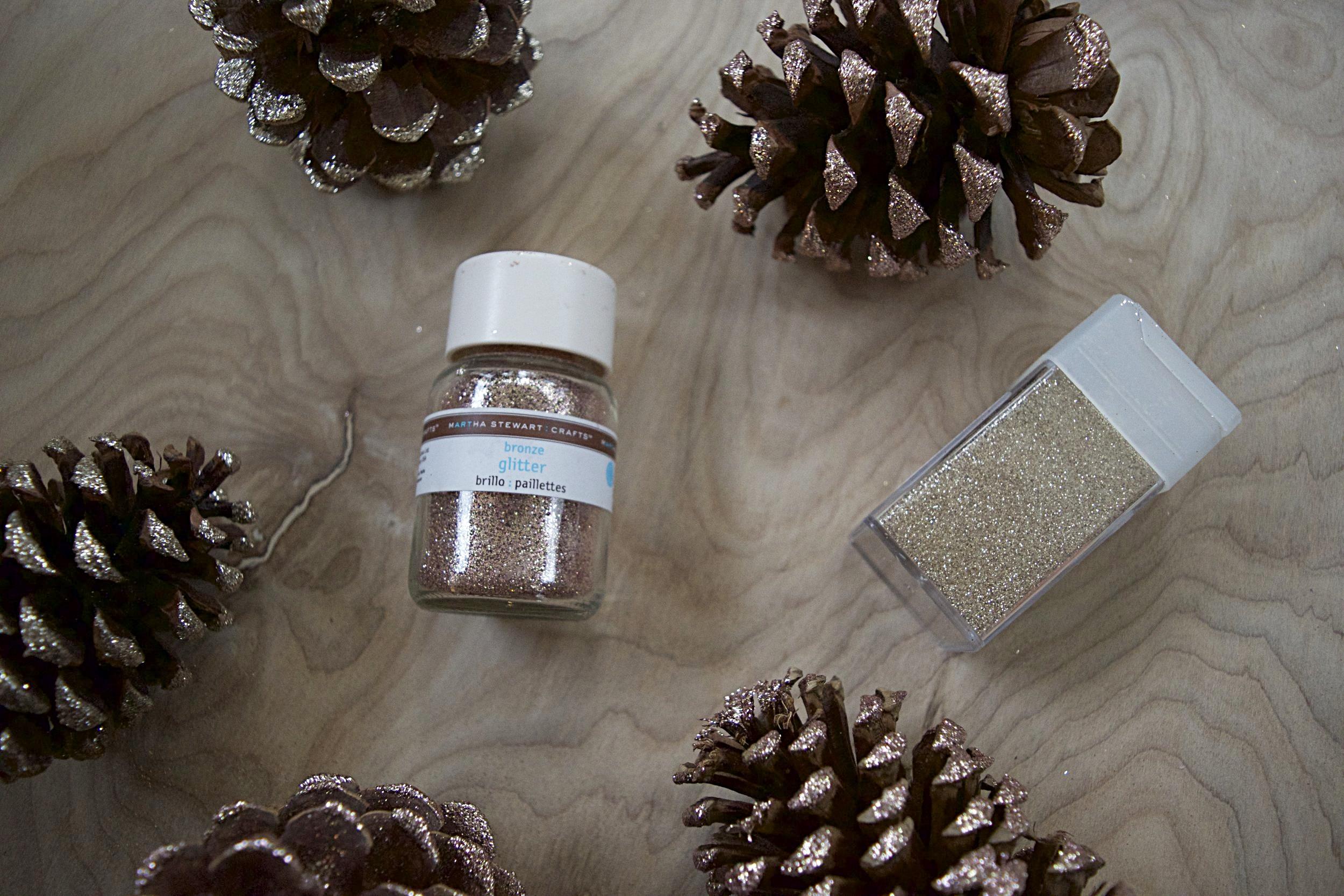 DIY glitter pinecones // pinebarrenbeauty.com