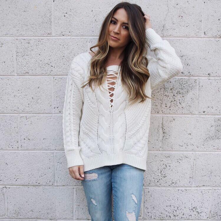 lace up sweater // pinebarrenbeauty.com