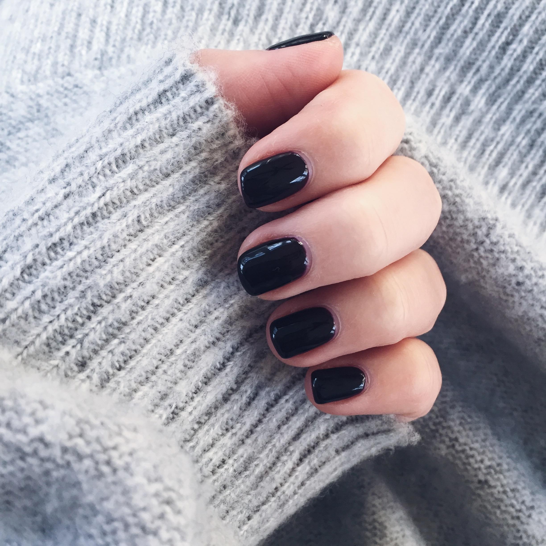 dark nails // pinebarrenbeauty.com