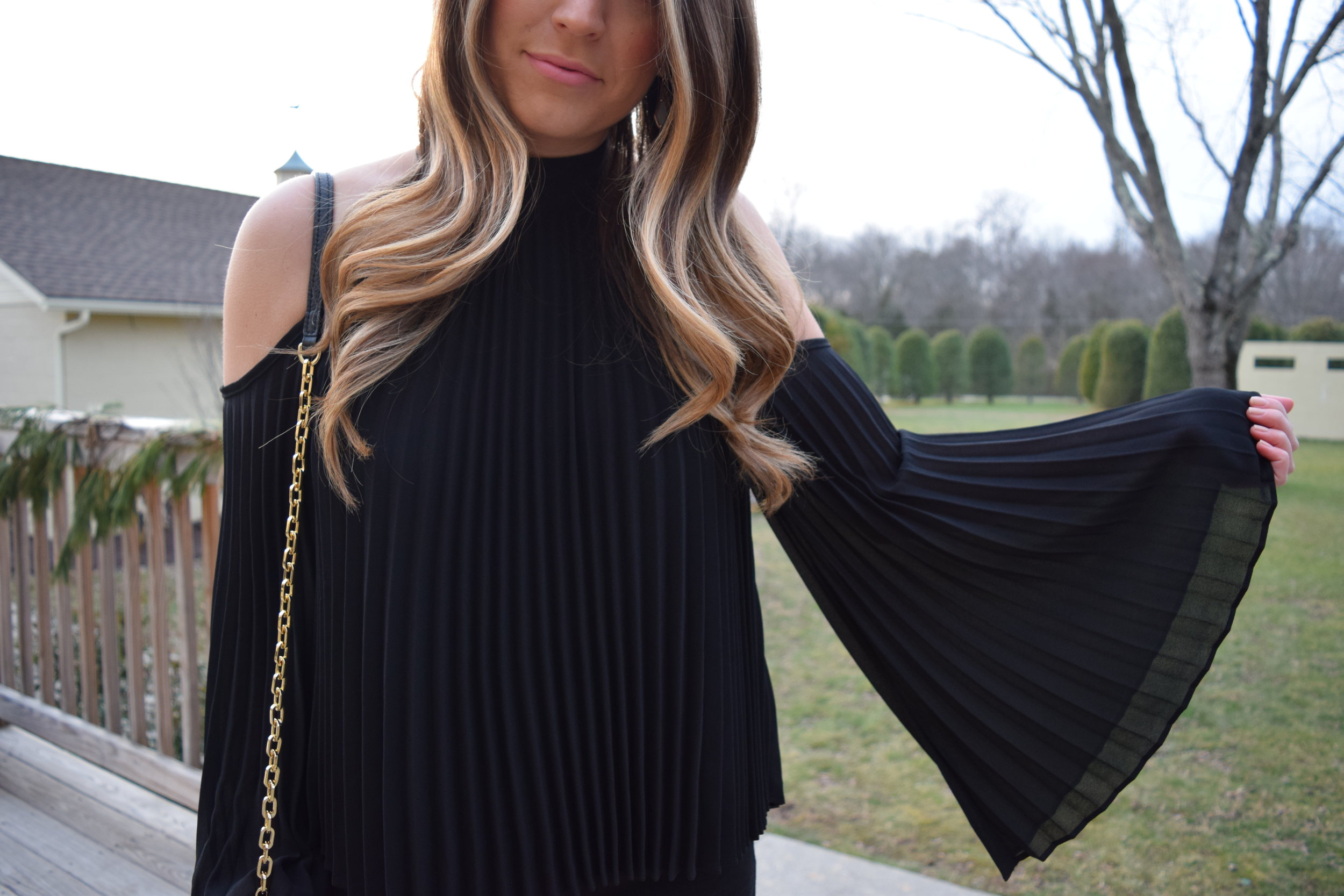 pleats + bell sleeves // pinebarrenbeauty.com