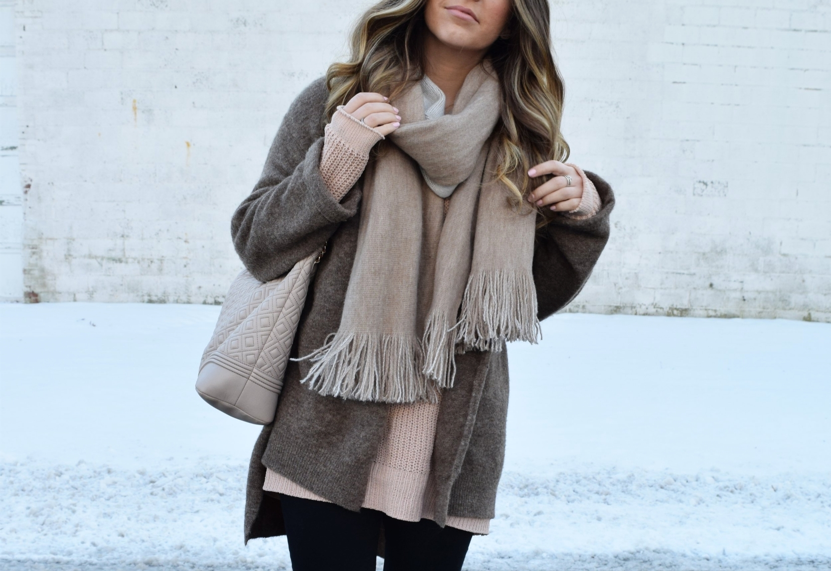 winter fashion, outfit idea, cozy sweater, cardigan, blanket scarf