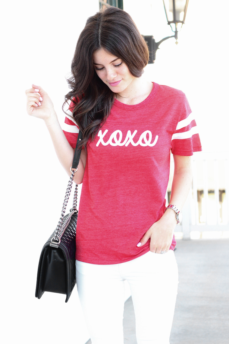 mrssimplylovely.com valentine's day outfit inspo, xoxo tee