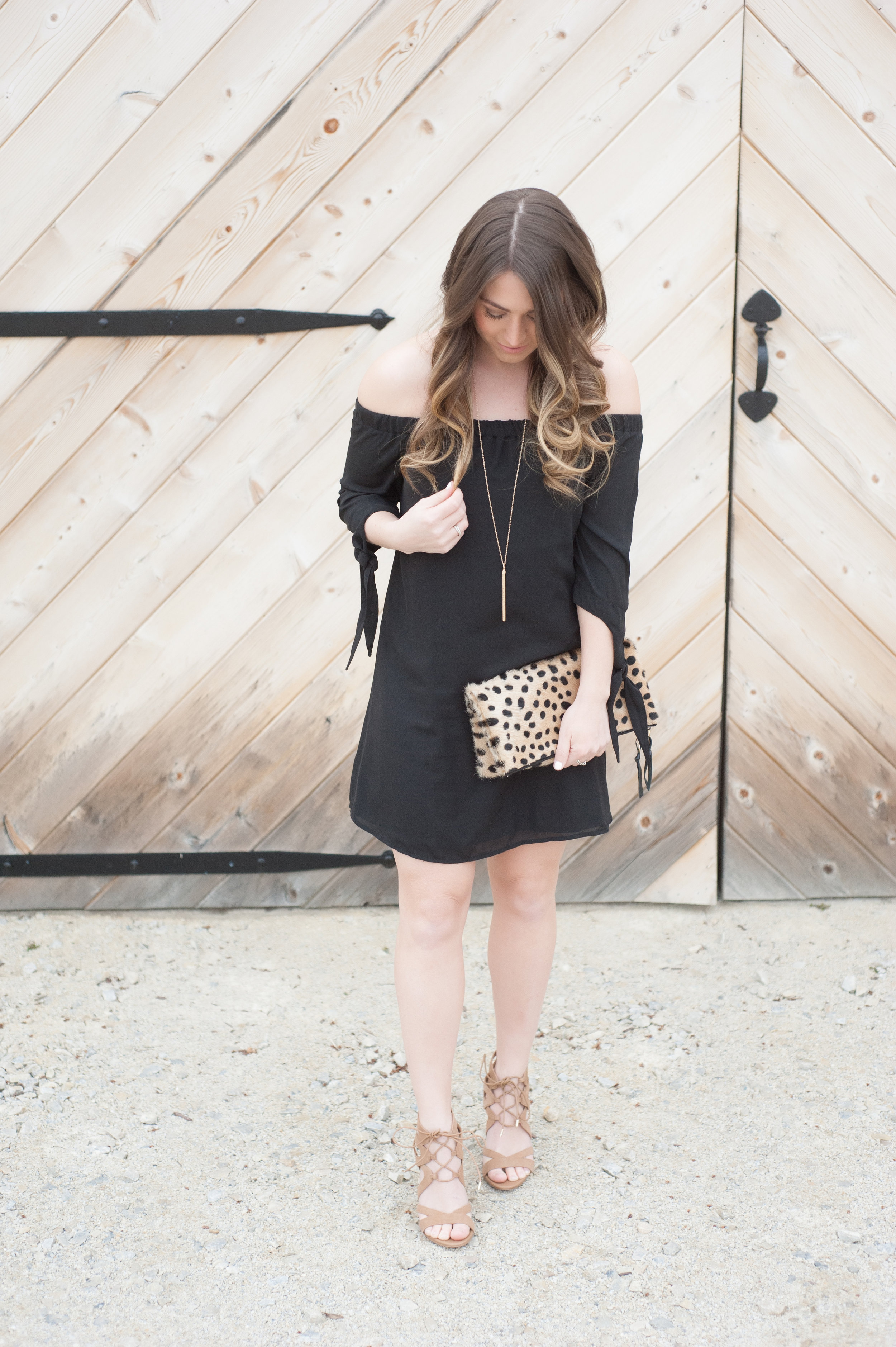 off the shoulder little black dress / pinebarrenbeauty.com