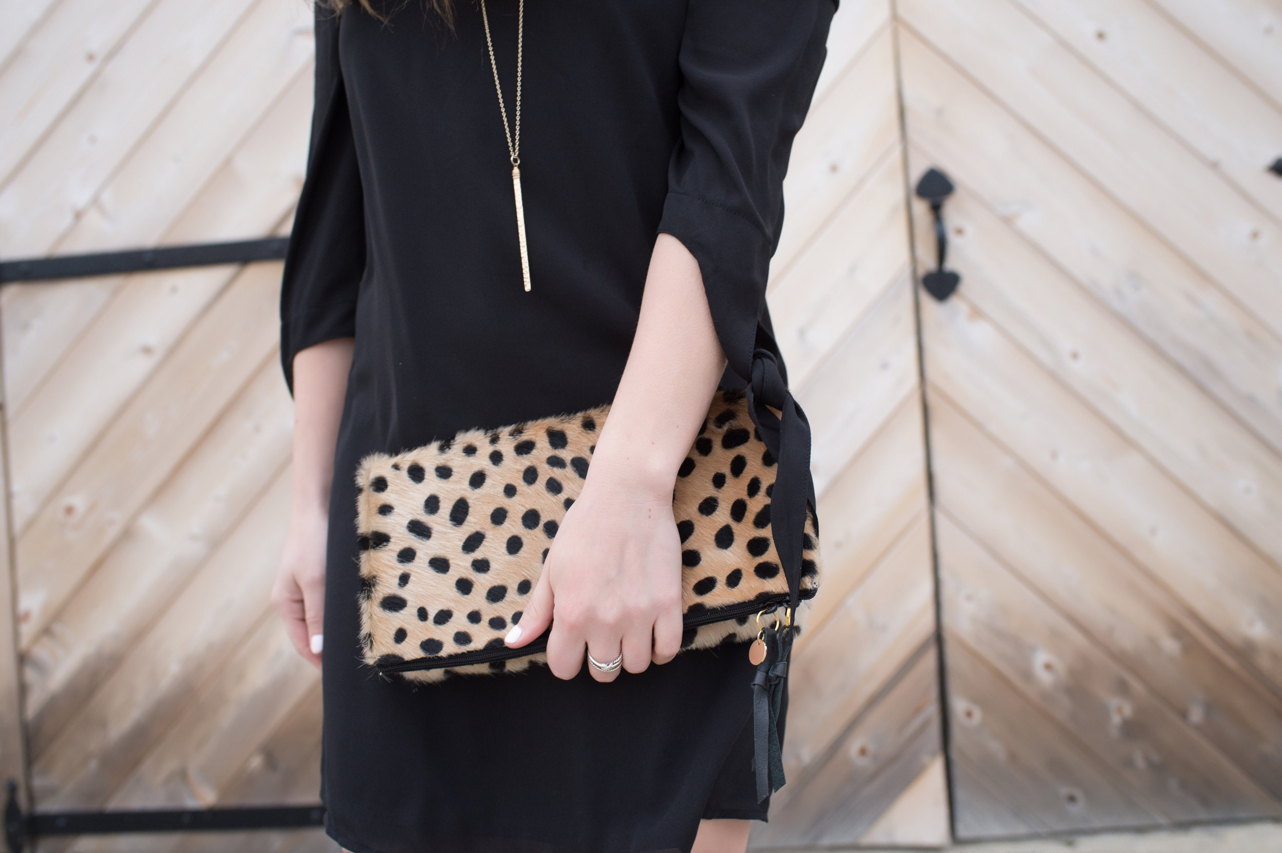outfit details, gold necklace + cheetah clutch / pinebarrenbeauty.com